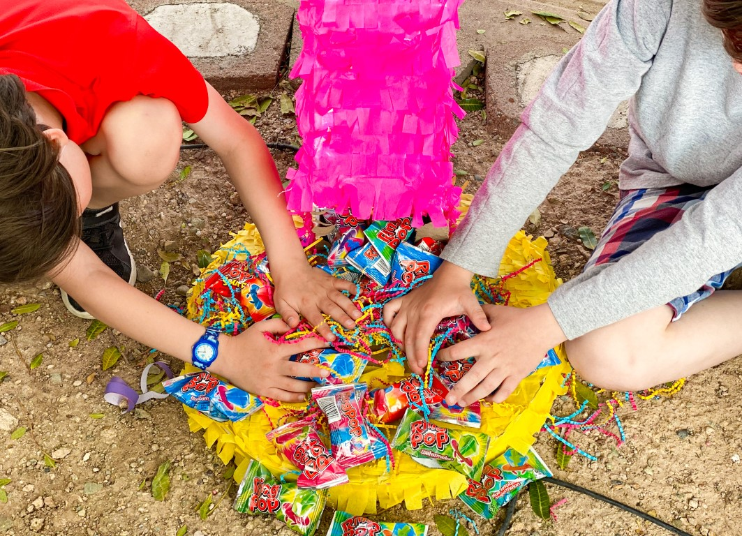 17_The_Ultimate_Birthday_Party_with_a_Ring_Pop_Piñata